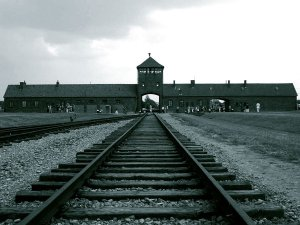 Holocaust sans antisemitism? Guardian editorial on Auschwitz liberation follows familiar pattern
