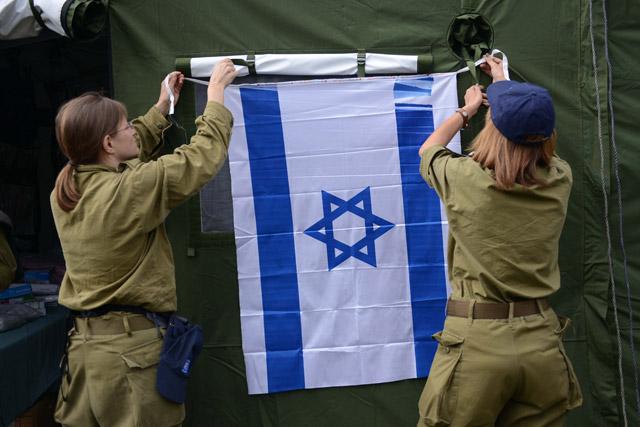 Hanging the Israeli flag on the field hospital in Kathmandu
